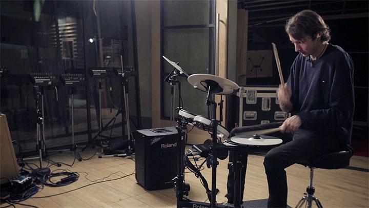 Alt-J: Drummer Thom Green backstage with the TD-4KP - Roland