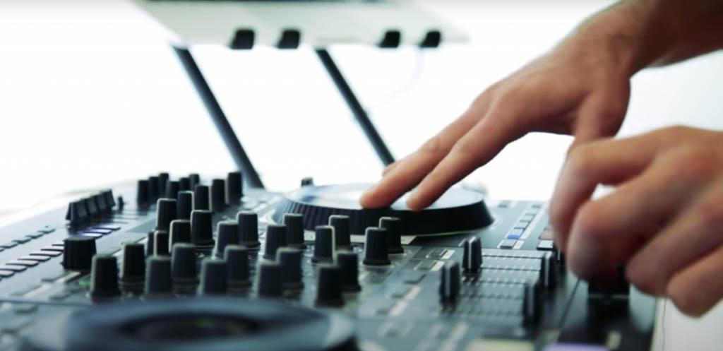 Digital DJ turntable