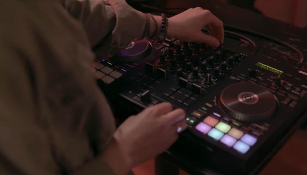 Mixing a DJ set