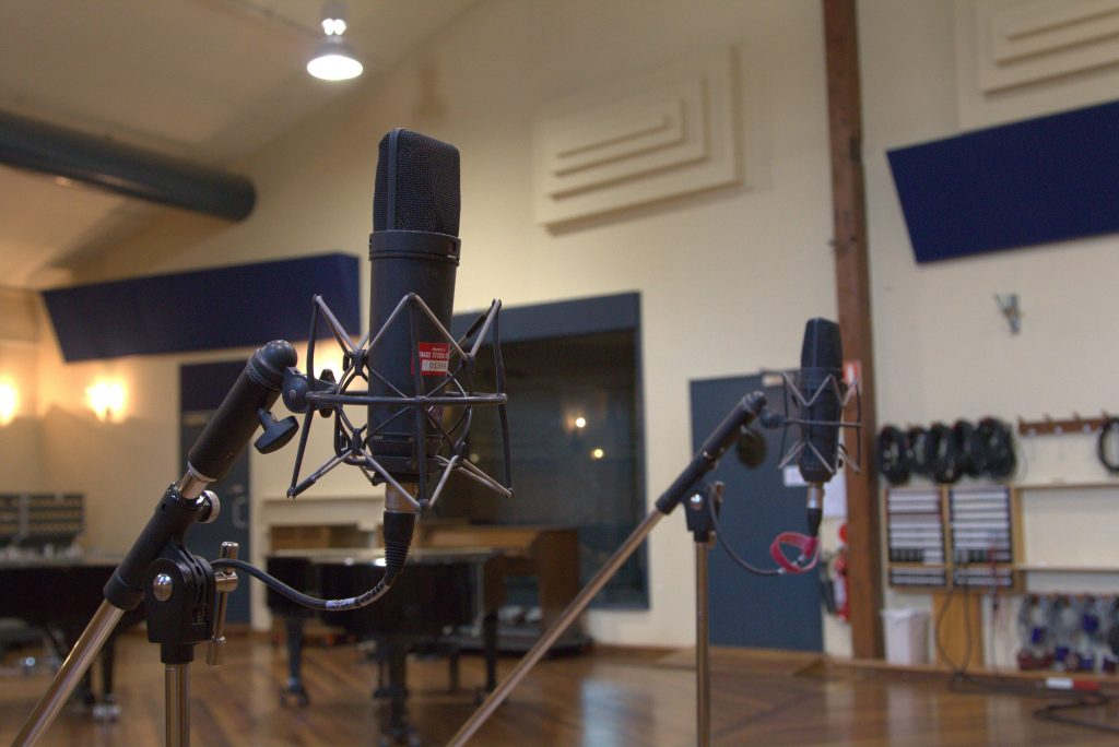 Recording drums with microphones